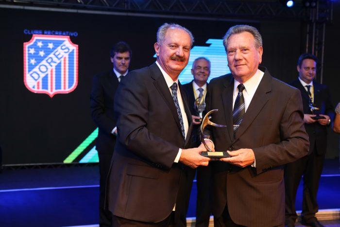 Prêmio FENACLUBES - Presidente do Ano - Ademir Pozzobon - Clube Dores (RS)