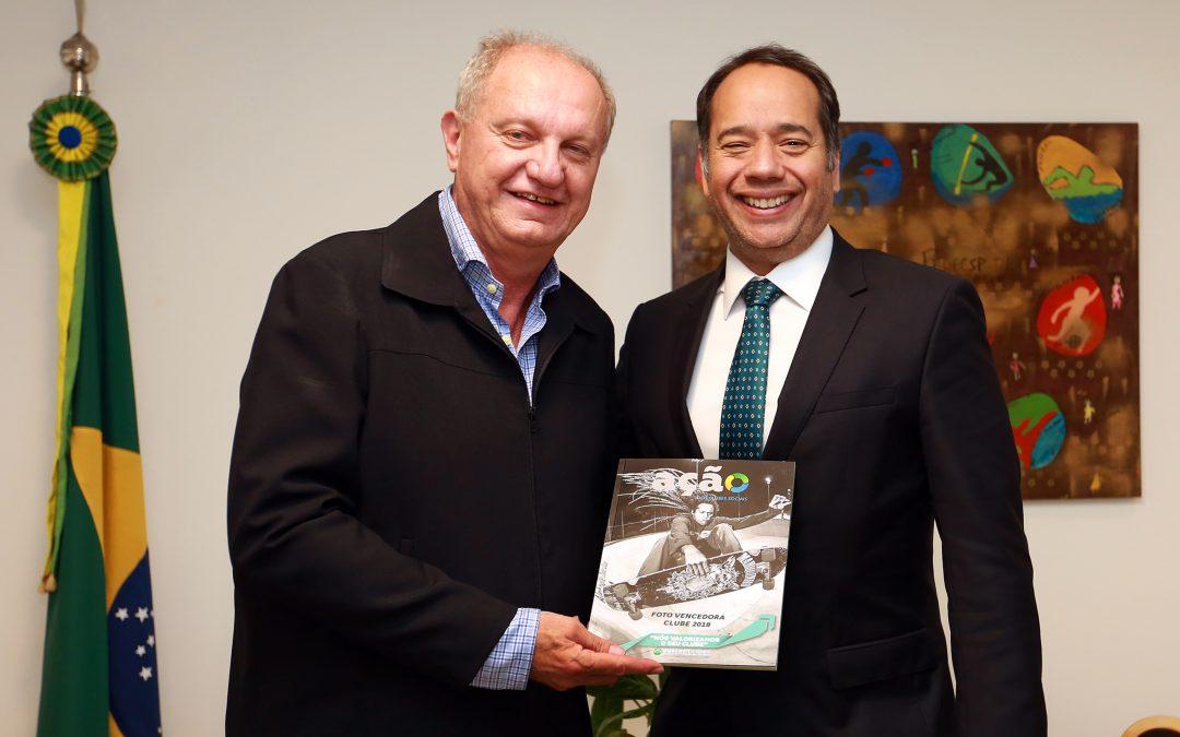 Ministro do Esporte recebe relatório da FENACLUBES